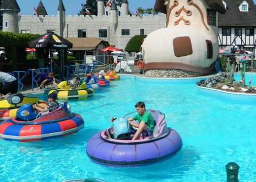 Bumper boats for swimming pools